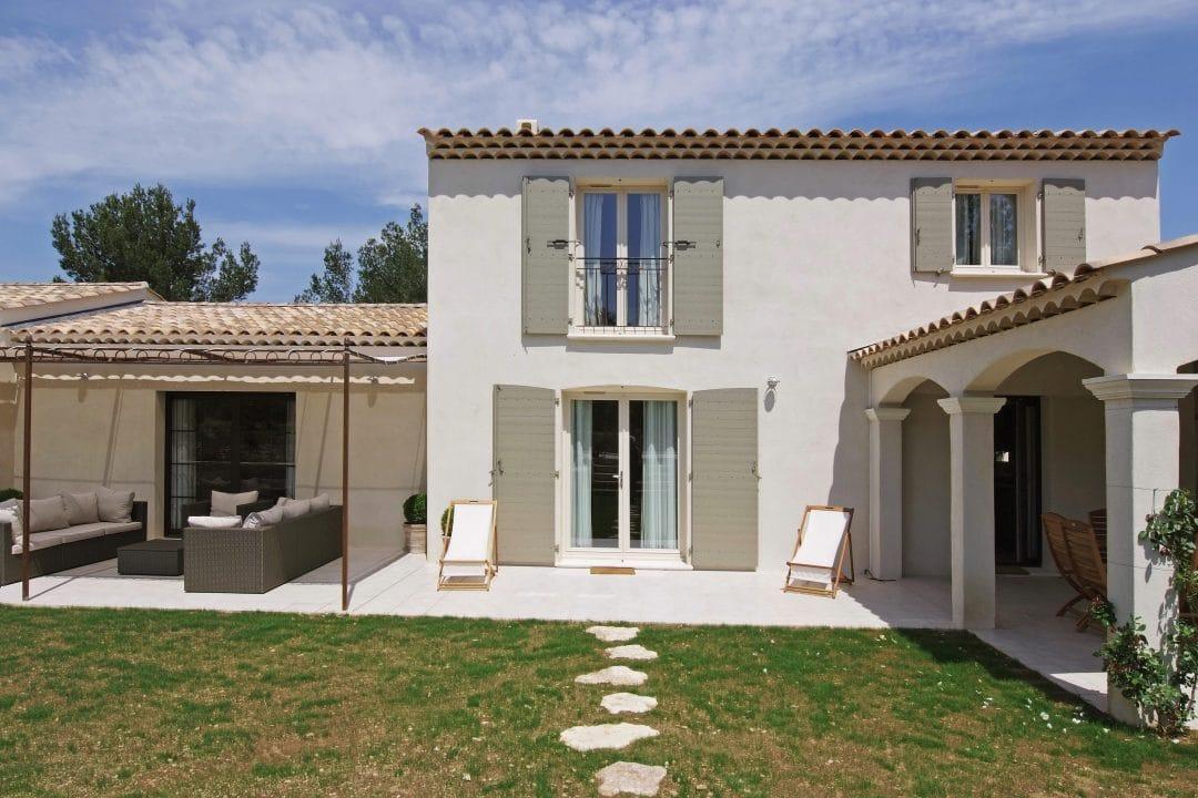 Maison provencale intemporelle provence architecture - Maison provencale ...