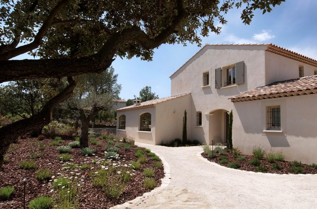 Maison provencale intemporelle provence architecture for Classe energetique maison